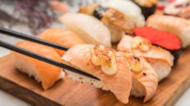 網激推炙燒鮭魚!桃園隱藏版10元壽司 脂香迷人現點現做夠新鮮