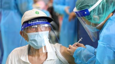 有心血管疾病、吃抗凝血劑可打AZ疫苗嗎? 醫:放心打、趕快打