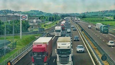 美國缺8萬卡車司機 假日購物讓人憂(圖) - - 海外见闻