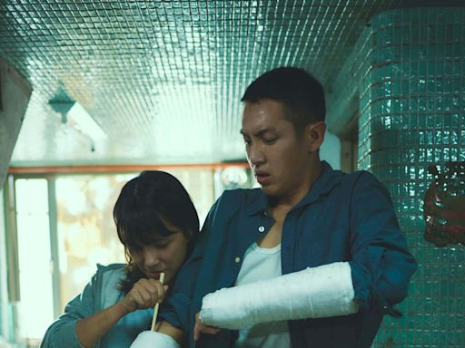 柯震東斷雙手狂哀嚎 竟在救護車上談戀愛