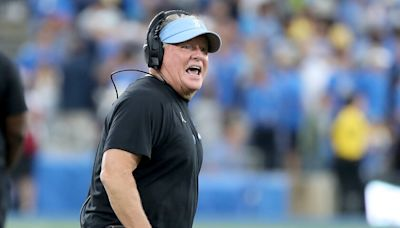 Chip Kelly contends officials blew field-goal call in UCLA's 34-31 loss to Oregon