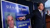 涉嫌染指少女富豪愛潑斯坦疑在獄中自縊 川普轉推「柯林頓陰謀論」文章
