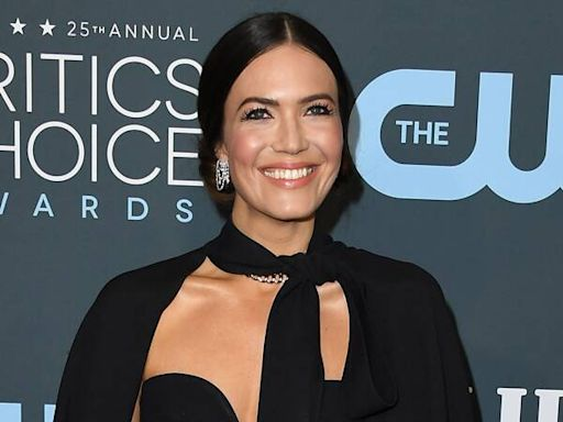 """Mandy Moore Told This Is Us Creator Dan Fogelman About Her Pregnancy Before """"Most"""" of Her Family"""