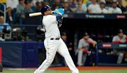 Cruz wins MLB's Roberto Clemente Award for philanthropy