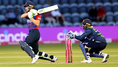 Jos Buttler guides England to victory after bowlers put squeeze on Sri Lanka