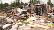 8 hospitalized after tornado hits Chicago suburbs