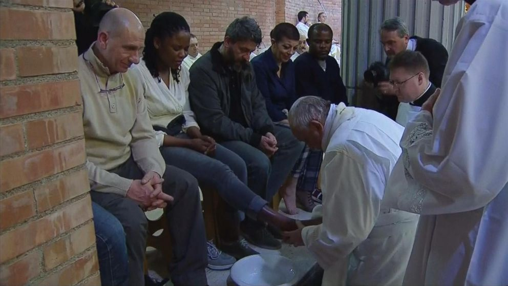 Pope Francis Washes the Feet of Inmates for Holy Thursday Video - ABC ...