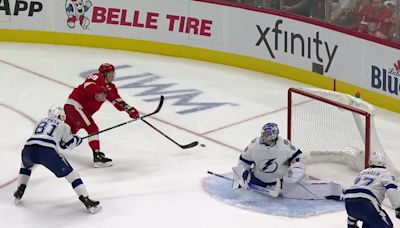 a Goal from Detroit Red Wings vs. Tampa Bay Lightning