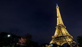 Eiffel Tower's special light show that takes place once a day and how to see it