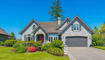 Mortgage refinances slow as homeowners close their eyes to low rates