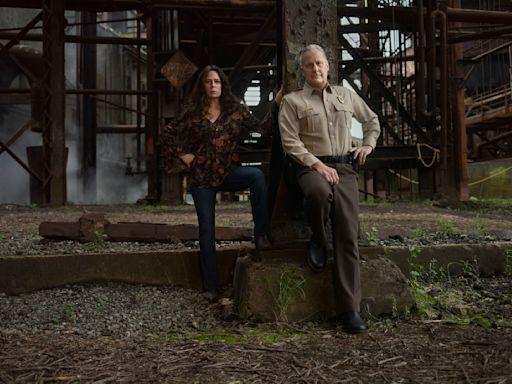 'American Rust' Trailer: Jeff Daniels & Maura Tierney In Showtime's Rust Belt Drama