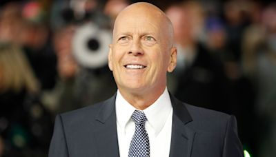 Bruce Willis admits 'error of judgement' over face mask