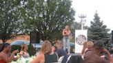 Outdoor comedy show in Mount Greenwood area delivers relief for pandemic tension, area restaurants