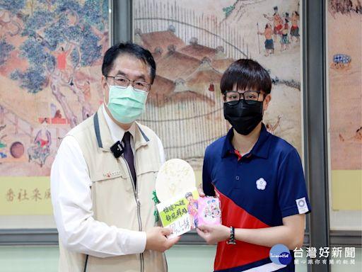 鄭怡靜返鄉指導基層選手 黃偉哲盼樹立榜樣推動桌球發展