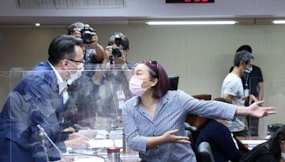 疫苗調閱小組審查延宕「陳時中上不了台」 陳玉珍衝主席台怒轟!