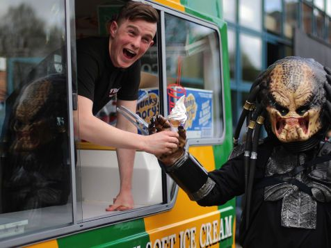 10 Cloverfield Lane's Dan Trachtenberg is making a secret Predator movie that's not a secret anymore