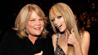 Taylor Swift Tweets Sweet Message to Her Mom After Best Family Feature Win at 2021 CMT Awards