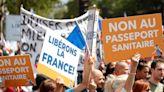 抗議「疫苗護照」違反人權上街抗議 巴黎警察投擲催淚瓦斯驅散