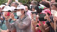 Fans gather for Olympic triathlon relay