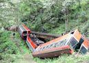 回顧/一個「動作」惹禍 阿里山森鐵撞山壁翻落橋下17死