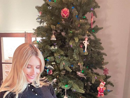 Pregnant Emma Roberts Shows Off Her Growing Baby Bump on Thanksgiving: 'Very Thankful'