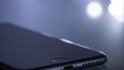 遭行刑式開槍!男子「iPhone擋子彈」奇蹟存活