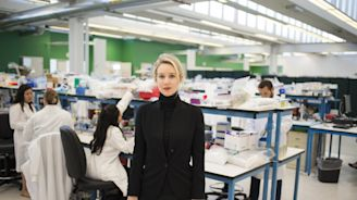 Why Are We So Obsessed with Elizabeth Holmes? Alex Gibney Unpacks His New HBO Documentary The Inventor