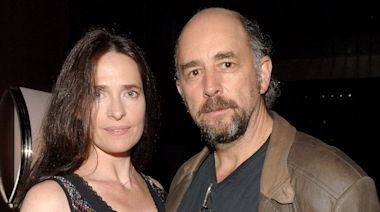 West Wing Actor Richard Schiff Warns 'You Don't Want This' After COVID-19 Hospitalization