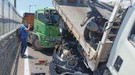 台64線十車連環撞! 小貨車變形駕駛亡