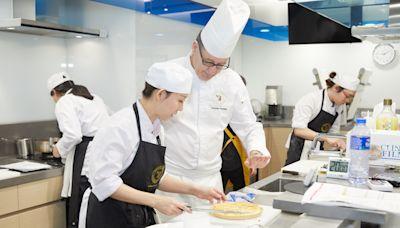 米芝蓮大廚教路 考取法國執業廚師資格 - 香港經濟日報 - 即時新聞頻道 - 都會情報