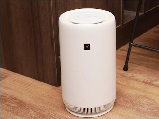 Baby SHARP 最主動的空氣清淨機 FU-NC01 開箱動手玩,小巧尺寸適合擺放家中任意場所、內建夜燈模式、清潔超簡單