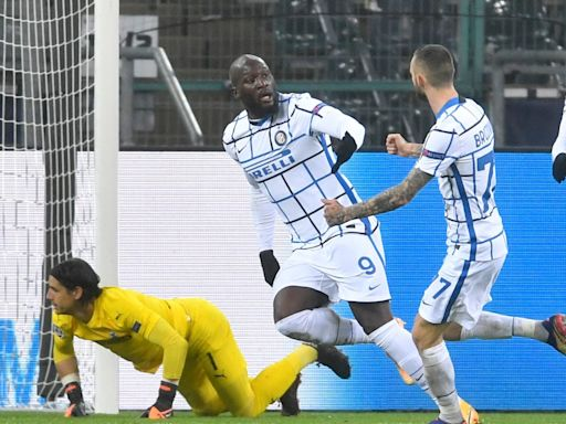 UEFA Champions League wrap: Wild results set up chaotic final matchday