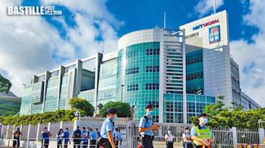 壹傳媒案警封鎖《蘋果》大樓蒐證 要求記者放下工作 | 政事