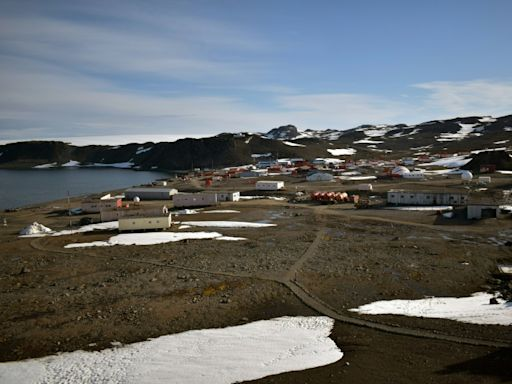 Chileans receive mistaken tsunami warning following Antarctic quake