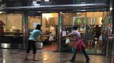 門前見2婦人「械鬥」!真相眾狂讚