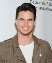 Robbie Amell