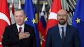 Turkey defies EU pressure to shut border, says to host migration summit