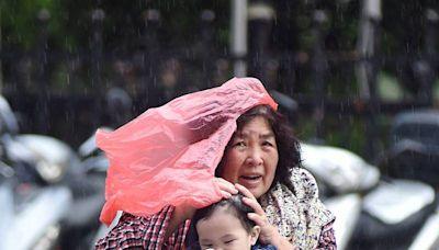 東北風吹拂+午後對流發展!東北+西南7縣市大雨特報