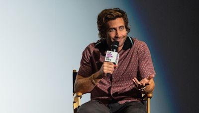 Jake Gyllenhaal Has Actually Been Showering Regularly This Entire Time, Don't Worry