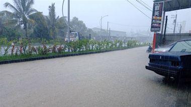 雨炸高雄畫面曝光!大雨午後猛灌 仁武烤鴨路面淹水