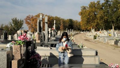 Spanish families mark Day of the Dead separately amid COVID-19 fears