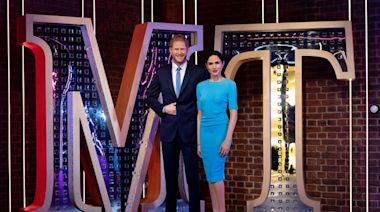 「夫婦蠟像」被搬離王室區 哈利王子坦言: 王室如楚門世界