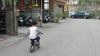 騎車撞特斯拉被酒測...男童稱不害怕 母親認正好給孩子學習機會