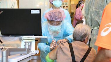 疫苗施打高齡友善!亞東醫院採「宇美町式」 報到至注射僅需4.2分鐘