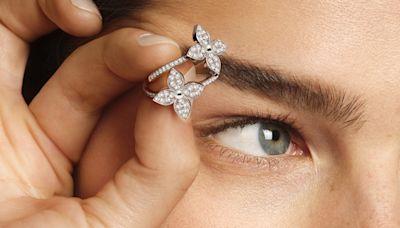 LV 包包上的「尖花」變成珠寶!戴在耳骨上的耳環最讓人驚豔 - 自由電子報iStyle時尚美妝頻道