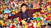 中英對照讀新聞》Philippine collector amasses super-sized collection of fast-food restaurant toys 菲律賓收藏家蒐集極大量速食餐廳玩具