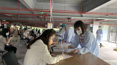 「孕婦莫德納疫苗診」開打 桃園這家醫院來了好多孕媽咪
