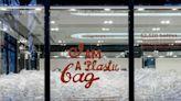 10,000個被棄塑膠瓶填滿香港Anya Hindmarch店舖!品牌更用32個膠樽製成環保手袋!