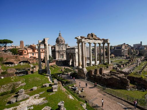 American tourist apologises for being 'an asshole' after stealing marble fragment from Rome