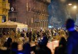 Violence in Naples as people riot against new coronavirus curfew